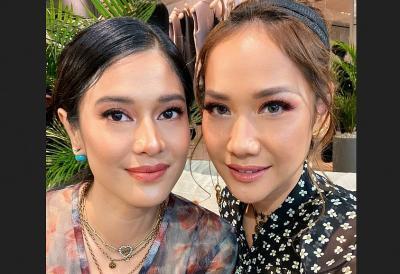 Unggah Foto Selfie, Netizen Sebut Dian Sastro dan Bunga Citra Lestari seperti Bidadari dari Kayangan