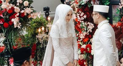 Menikah Lagi, Dian Pelangi Tampil Anggun dengan Gaun Pengantin Putih