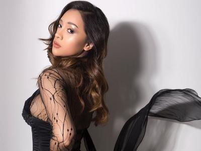 Photoshoot Seksi Anya Geraldine ala Bintang Fifty Shade Of Grey