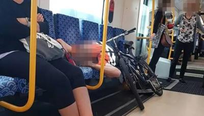 Viral Aksi Pesepeda Tak Berikan Kursi pada Ibu Membawa Bayi di Kereta