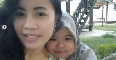 Rahmawati Kekeyi Posting Foto Bareng Ibunda, Netizen Ramai