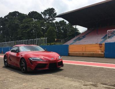 Merasakan Buasnya Toyota GR Supra Libas Aspal Sirkuit Sentul
