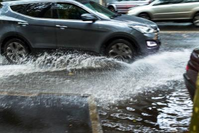 8 Tips Bagi Pemilik Mobil Hadapi Musim Hujan yang Telah Tiba