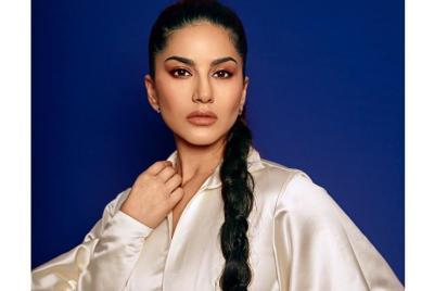 Seksinya Pemain Film Dewasa Sunny Leone, Perempuan Paling Dicari di India!