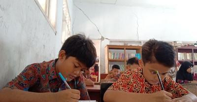 Bangunan SD di Cirebon Retak Hantui Keselamatan Siswa