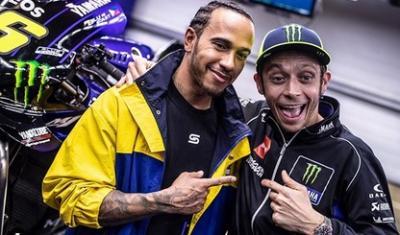 Sah! Rossi dan Hamilton Bakal Tukar Kendaraan di Valencia