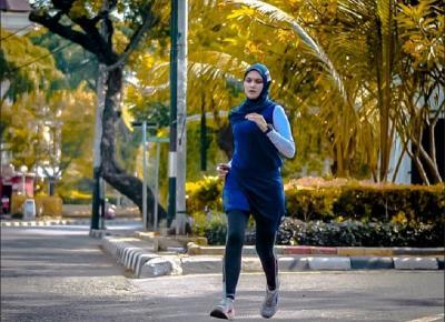 Memilih Pakaian yang Tepat saat Olahraga ala Zee Zee Shahab dan Sahila