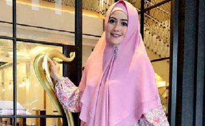 4 Gaya Hijab Meggy Kiwil, Perempuan Cantik yang Minta Cerai