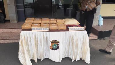 Bandar dan Pengedar Narkoba di Depok Ditangkap, 18 Kg Ganja Disita
