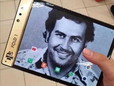 Adik Gembong Narkoba Pablo Escobar Jual Ponsel Lipat 'Escobar Fold 1'