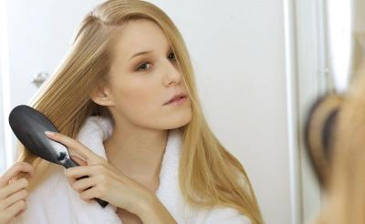 5 Trik Bikin Rambut Wangi Meski Jarang Keramas