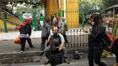 Pengamen Tunanetra dan Penyandang Disabilitas Harus Dilayani Sepanjang Perjalanan KRL