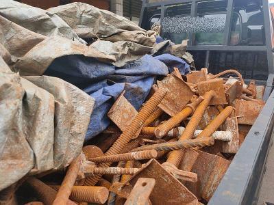 Kawanan Bandit Gondol Besi Konstruksi di Tol Becakayu dan Japek