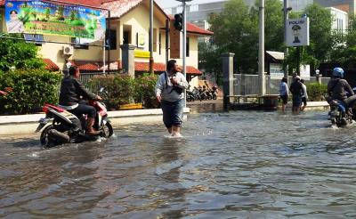Hujan Deras Guyur Jakarta, Jalanan di Tanjung Duren dan Kelapa Gading Tergenang