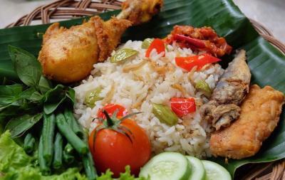 Kedatangan Tamu untuk Makan Malam, Bikin Nasi Liwet khas Sunda Aja