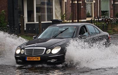 6 Cara Agar Mobil Terhindar dari Aquaplaning