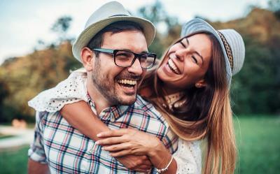 3 Zodiak yang Punya Selera Humor Tinggi, Makin Disayang Pasangan Deh!