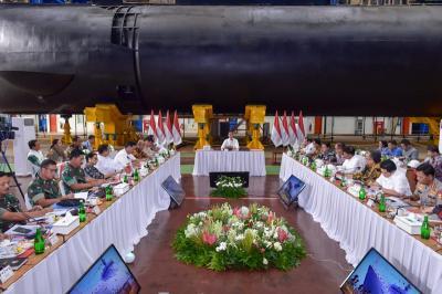 Jokowi Minta Ekspor Produk PT PAL hingga Pindad Diperluas