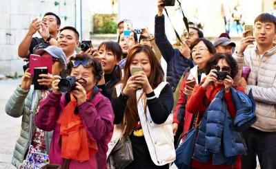 Kemenkes Sediakan 30.300 Health Alert Card untuk Turis dari Dataran China