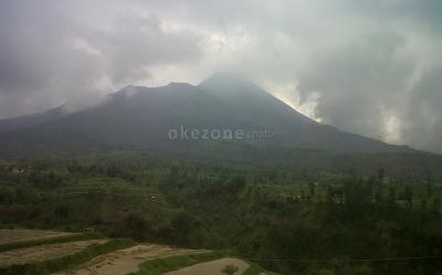 Mengabadikan Keindahan Gunung Merapi di Wisata Baru Galpentjil Heritage Klaten