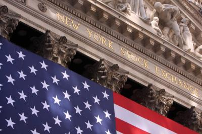 Wall Street Anjlok hingga 1% Imbas Kekhawatiran Virus Korona