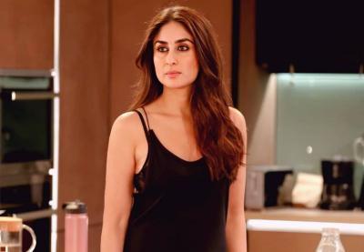 5 Potret Cantik Kareena Kapoor Pakai Saree, Pesonanya Tak Hilang