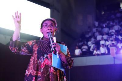 Selain Presiden Jokowi, Wajah Susi Pudjiastuti Juga Hiasai New York Fashion Week