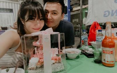 Rayakan Valentine, Gisel dan Wijin Mesra Makan Bakmi di Warung Kaki Lima