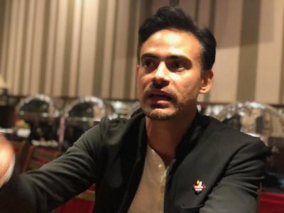 Cerita Ashraf Sinclair Jadi Pelayan Restoran Sebelum Terjun ke Dunia Akting