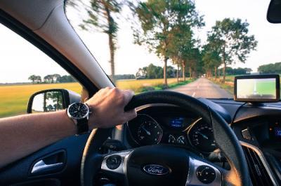 Tips Menghemat Bahan Bakar saat Mengendarai Mobil
