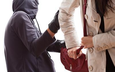 Wanita Penumpang Ojol Dijambret di Tebet, Uang Rp12 Juta Raib