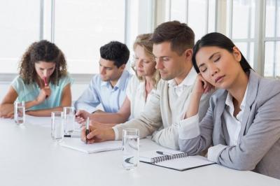 Cara Menghadapi Teman yang Suka Iri di Kantor
