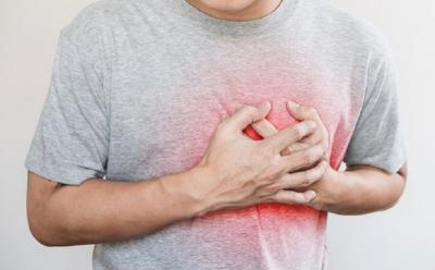 5 Pertolongan Pertama Ketika Seseorang Alami Serangan Jantung di Kantor