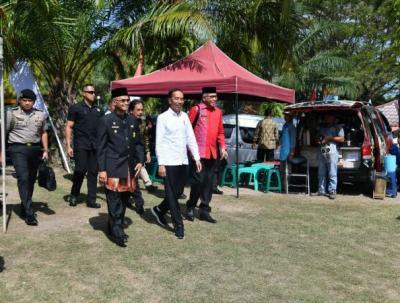 Jokowi Serahkan 2.576 Sertifikat Tanah ke Masyarakat Aceh
