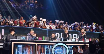 Mimik Wajah Maia Estianty Lihat Penampilan Dewa 19 di Indonesian Idol