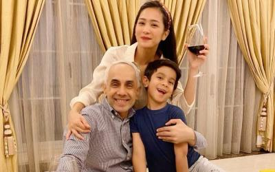 Mesranya Bunga Zainal Minum Wine Bareng Suami di Rumah Aja