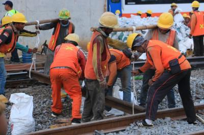 Proyek Perkeretaapian yang Libatkan Banyak Pekerja Ditunda