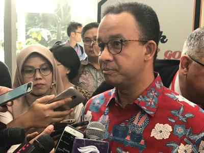 Anies Serukan Warga Jakarta Pakai Masker saat di Luar Rumah