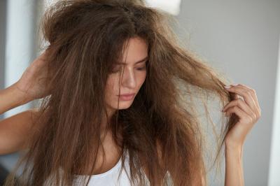 Gak Mau Alami Bad Hair Day Kan? Coba Ganti Sarung Bantal Anda