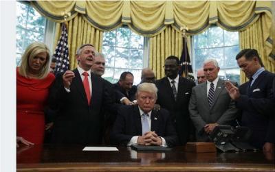 Viral Video Donald Trump Diruqyah Stres Tangani COVID-19, Ini Faktanya!