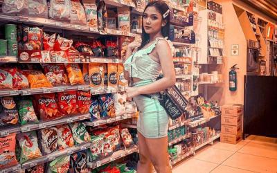 Cinta Laura hingga Marion Jola, Gaya Siapa Paling Cantik saat ke Supermarket?