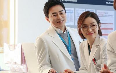 Jo Jung Suk Sempat Promosikan Jeon Mi Do untuk Bintangi Hospital Playlist