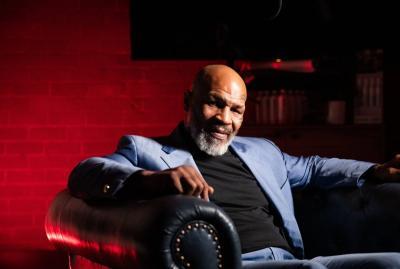 Mike Tyson Tunjukkan Tubuh Kekarnya Jelang Comeback untuk Duel Amal