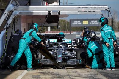 Mercedes Diharapkan Berani Ikuti Jejak Ferrari dan Red Bull
