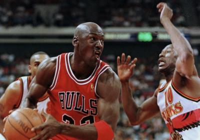 Bos Perusahaan Pizza Serang Michael Jordan soal Klaim Keracunan Makanan