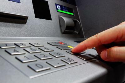 OJK Catat Dana Pihak Ketiga Perbankan Tumbuh 8,08% di April