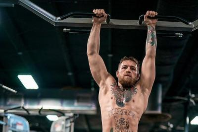Triple H Bicara Peluang McGregor Berlaga di WWE