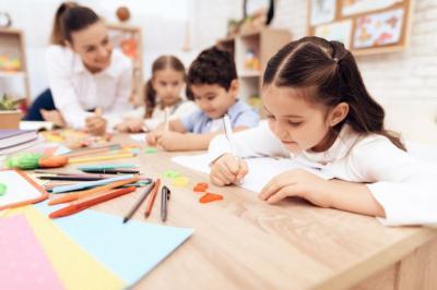Sekolah di Inggris Kembali Dibuka, Orangtua Murid: Anak-Anak Rentan Terkena Covid-19