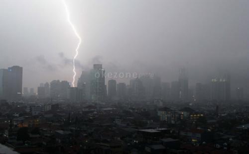 Cuaca Jakarta Diprediksi Hujan Disertai Petir Hari Ini
