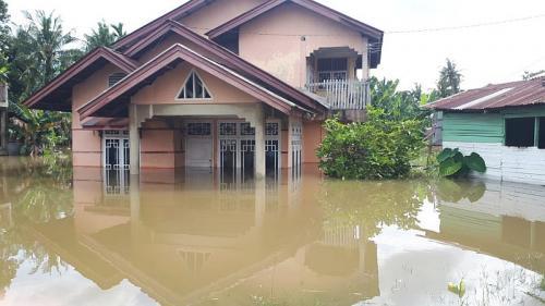 Ribuan Rumah di Kampar Terendam Banjir hingga 1,5 Meter